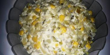 Sałatka z jajek i ogórka kiszonego