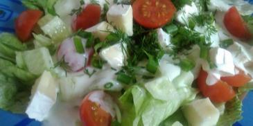 Wiosenna sałatka z mozzarellą