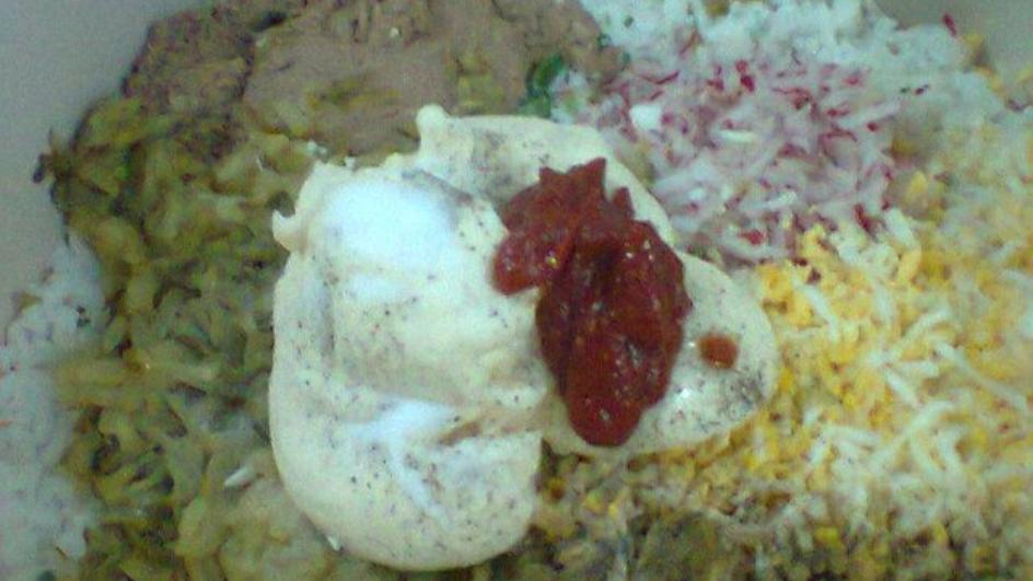 Sałatka ryżowa z tuńczykiem i jajkiem