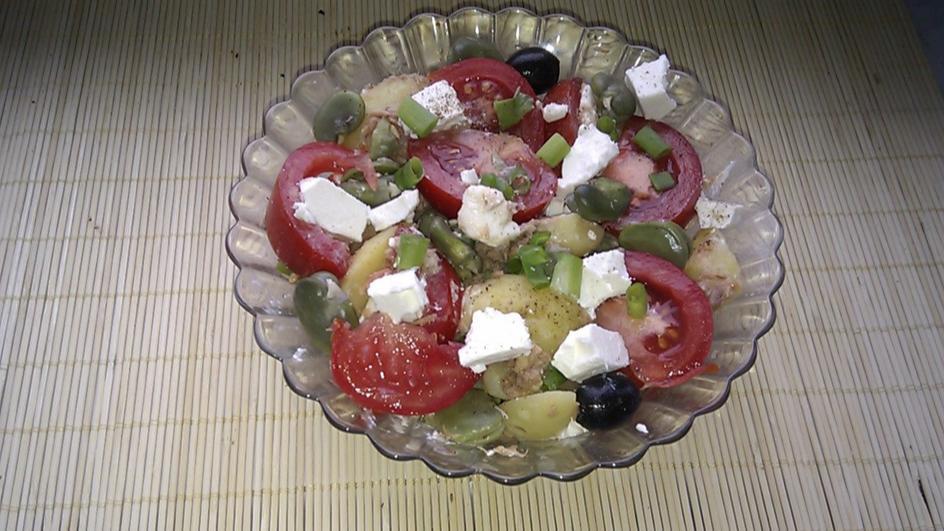 Sałatka z bobem, pomidorami i ziemniakami