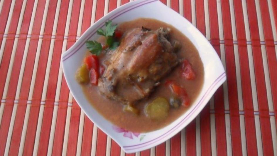 Mięso z królika w warzywnym sosie