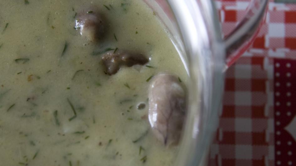 Gulasz z serc drobiowych w sosie koperkowym