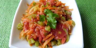 Selery naciowe duszone z pomidorami