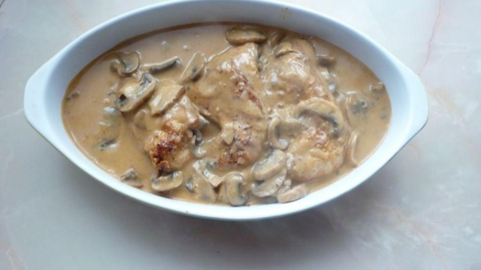 Udka kurczaka w sosie pieczarkowym