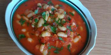 Fasolka w sosie pomidorowym