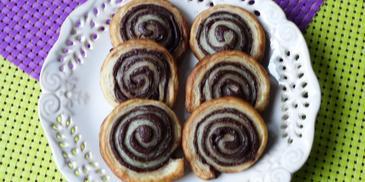 Ślimaczki z czekoladą z ciasta francuskiego