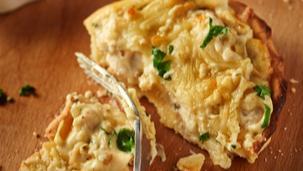 Tarta Carbonara z kurczakiem, serem mozzarella i natką pietruszki