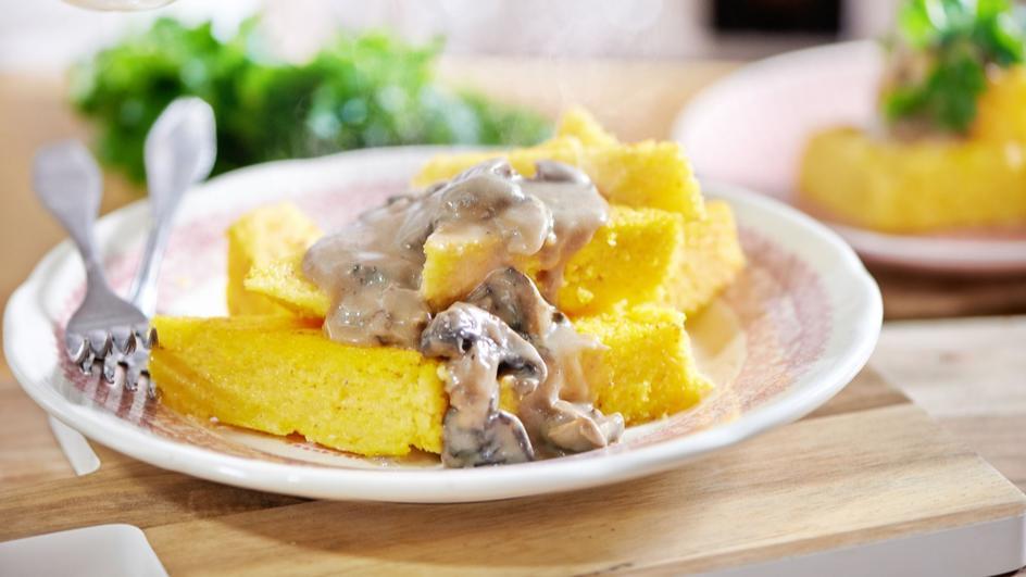 Polenta - kasza kukurydziana z sosem grzybowym