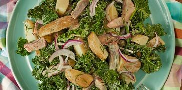 Sałatka ziemniaczana z jarmużem i matiasem