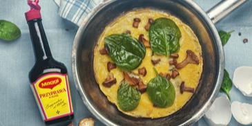 Omlet ze szpinakiem, kurkami i startym żółtym serem