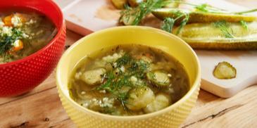 Zupa ogórkowa z kaszą jaglaną