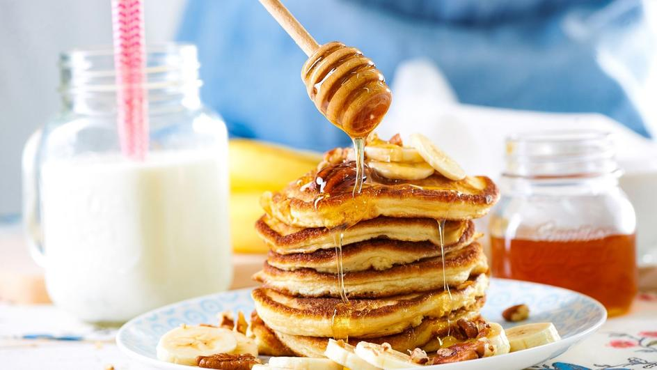 Pancakes z bananami i miodem, czyli amerykańskie naleśniki