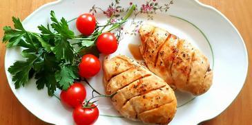 Piersi kurczaka pieczone w ziołach