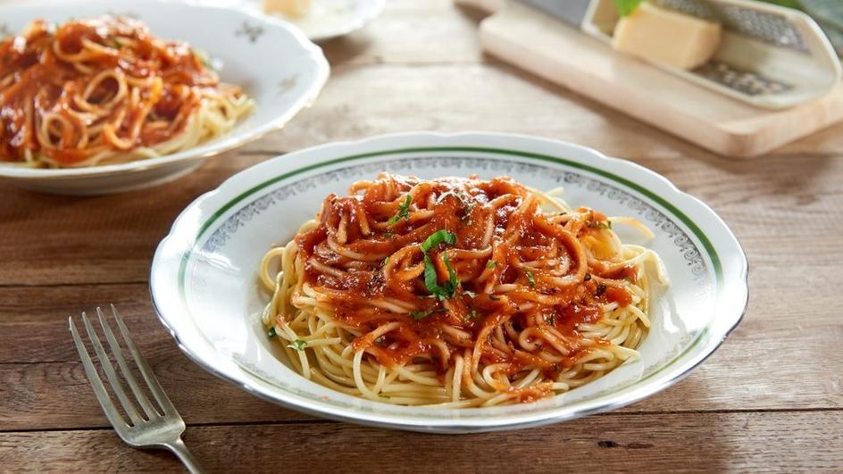 Spaghete cu sos rosu de carne