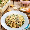 Spaghetti z cukinią, pieczarkami i groszkiem