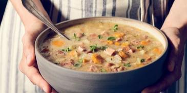 Zupa grochowa z karkówką i kiełbasą