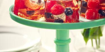 Galaretka przezroczysta o smaku winogronowym ze świeżymi owocami