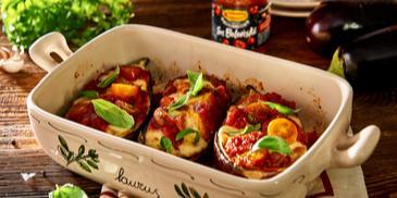 Bakłażan faszerowany mozarellą i pomidorami