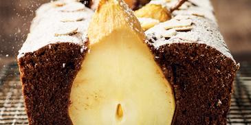 Ciasto czekoladowe z gruszką, migdałami i skórką pomarańczy