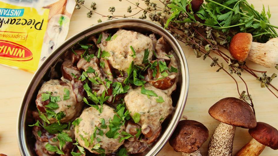 Drobiowo-jaglane pulpeciki w aromatycznym sosie grzybowym