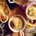 Żurek z zapiekanką ziemniaczaną, boczkiem, kapustą i majerankiem