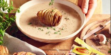 Żurek razowy ze szwedzkimi ziemniakami hasselback