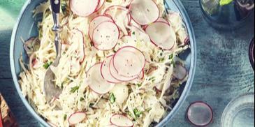 Letni coleslaw z rzodkiewką i szczypiorkiem