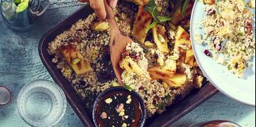 Sałatka z kuskusem, miętą i grillowanym ananasem