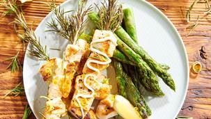 Grillowana pierś z kurczaka w marynacie ze skórek z cytryny, rozmarynu i oliwy