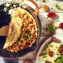 Omlet z szynką, cebulą i kukurydzą z sosem do spaghetti WINIARY