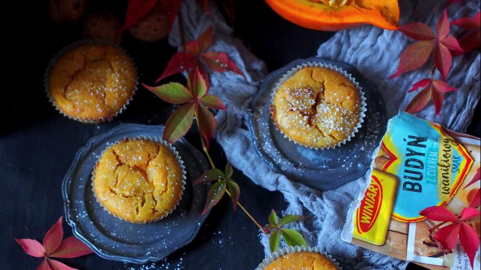 Muffinki dyniowe z budyniem