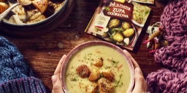 Zupa z kiszonych ogórków z pieczonymi ziemniakami i koperkiem
