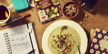 Zupa ogórkowa z pieczonym fenkułem i orzechami włoskimi