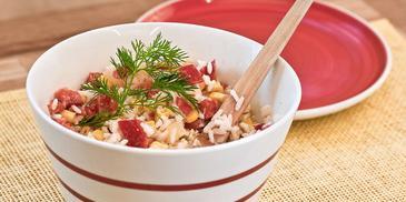 Sałatka z sosem czosnkowym