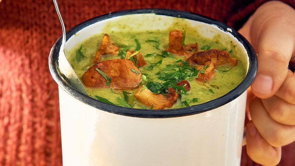 Zupa z cukinii z chrupiącymi kurkami