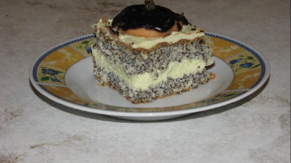 Ciasto makowe z kremem i polewą czekoladową