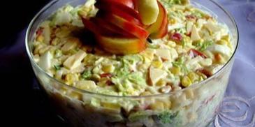 Sałatka z kurczakiem i serem żółtym