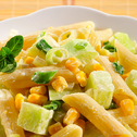 Sałatka z makaronu z kukurydzą