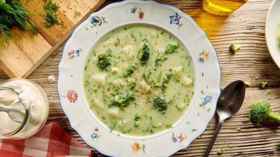 Zupa brokułowa z ziemniakami