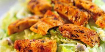 Marynowane filety z kurczaka z sałatką