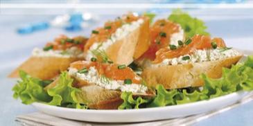 Bagietka z serem i łososiem