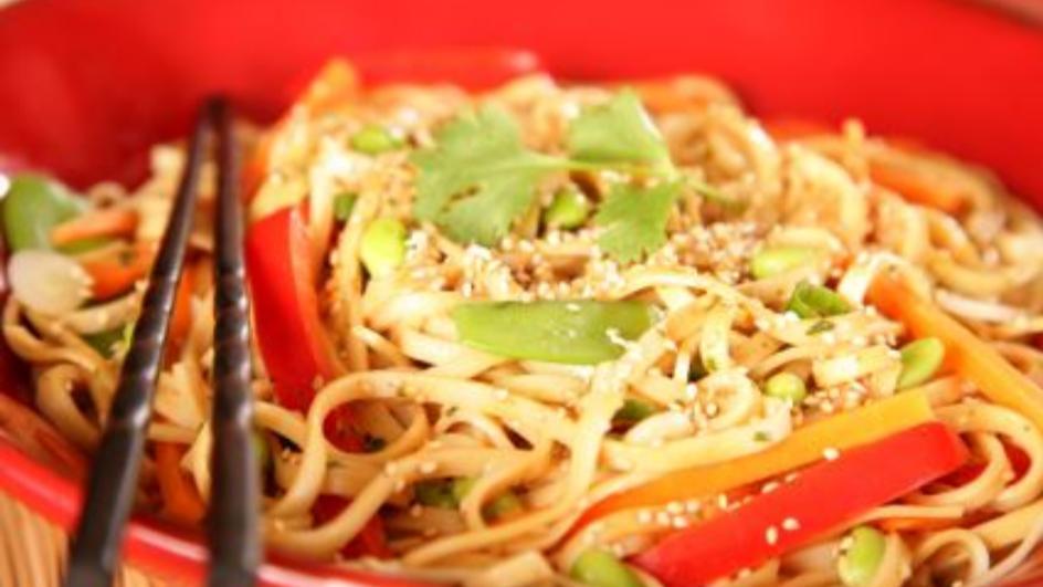 Sałatka z cukinii i zupek chińskich