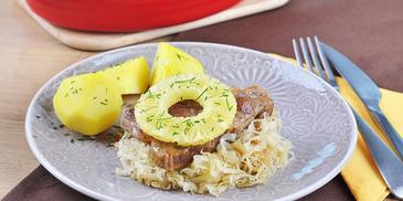 Karkówka z kapustą i ananasem