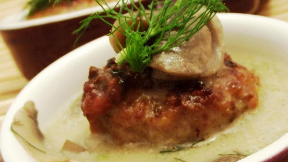 Pulpety wieprzowe w sosie pieczarkowo-koperkowym