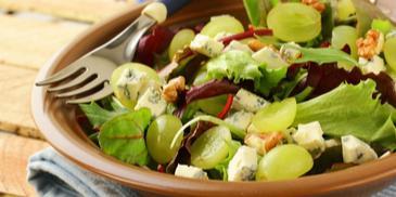 Sałatka z rukoli z winogronami