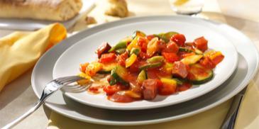Warzywna patelnia z kabanosami