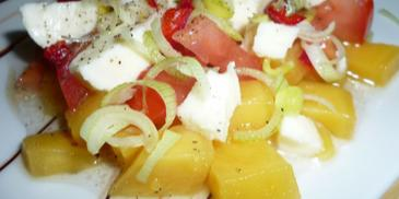 Sałatka pomidor, mozzarella i mango