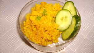 Żółty ryż z curry i kurkumą