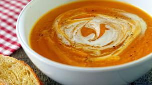Zupa dyniowa z pieczonej dyni z nutą pomarańczy