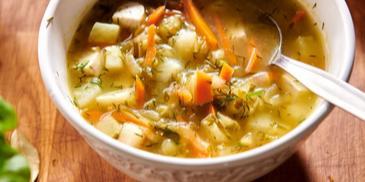 Zupa ogórkowa z filetem z indyka
